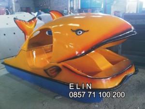 sepeda air fiberglass ikan paus